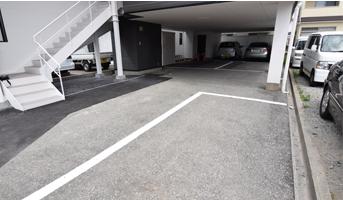 医院下の駐車場